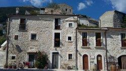 Borgo Medievale di Roccacaramanico e i suoi Ruderi