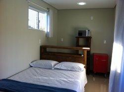 Mini cozinha em cada suite com frigobar, microondas e utensílios