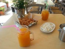 Jus orange/pitas/saltziki