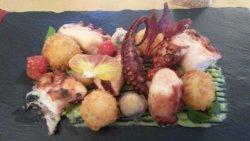 polpo con olive, patate e pomodorini confit