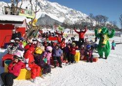Skiunterricht mit Kali dem Ramsaurier