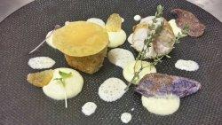 Volaille fermière de Ouchamps panée, mousseline de pomme de terre Annabelle au thym citron, jus