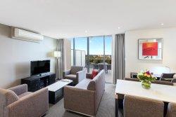 Meriton Suites George Street, Parramatta
