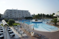 Nice hotel with great facilities and location