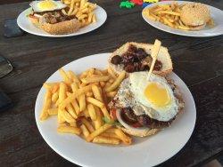Burger Saloon