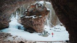 Winter hiking at Johnston Canyon