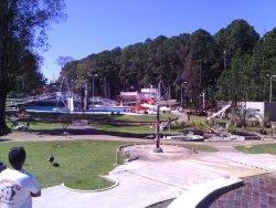 Vista de lejos y parte del parque acuatico