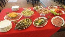 Carpaccio di patate con cipolla rosa, carne salada, prosciutto e melone e tante altre idee sfizi