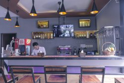 Feliz Hostel, Cafe & Bar