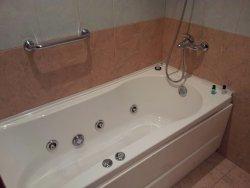 hydro massage bath tub