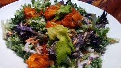 CRISPY BUFFALO CHICKEN SALAD crispy buffalo chicken tenders/mixed greens/kale/bacon/red onions/g