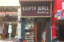 Empty Wall Gallery