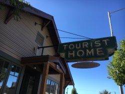 Tourist Home All Day Cafe