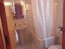 Baño habitaciones sencillas