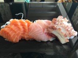 Magníficos sushis,mas precisa aumentar o número de Sushi men