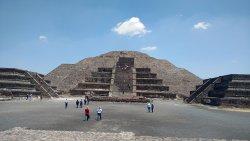 Complejo Arqueologico De Teotihucan - Piramides Del Sol Y La Luna
