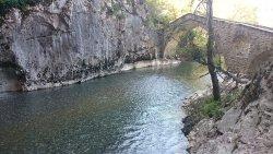 Το γεφύρι μέσα από τη σπηλιά