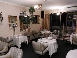 Mirrors Restaurant