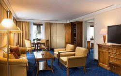 King Corner Suite, Living Room
