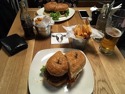 Tasty burgers in good location