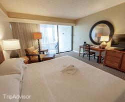 The Oceanfront King Room at the Sheraton Kona Resort & Spa at Keauhou Bay