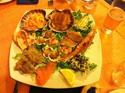 Ottimo ristorante di pesce e non solo. Simpaticissimi i proprietari.
