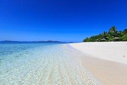 Navini Island swimming beach