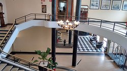 Mármore e granito está presente em várias áreas comuns do hotel