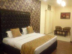 Hotel Mansarover Paradise