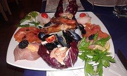 Cenetta intima in un posto molto accogliente, pesce fresco e ben cucinato, con un' ottima presen