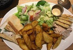 Adam et Eve : pita chèvre et crème de thon avec potatoes