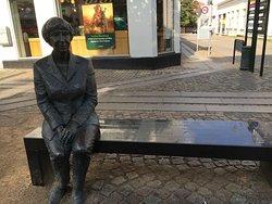 Lise Noergaard Statue