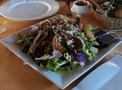 Ensalada de Manzana con Jamón de pato, foie y frutos secos