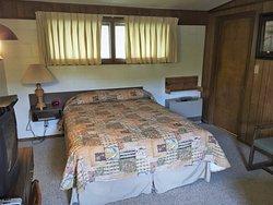 Silvertip Lodge Motel