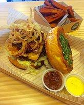 Tres Cuartos Burger Bar