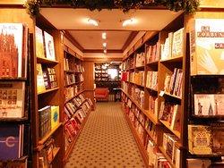 哈查尔兹书店