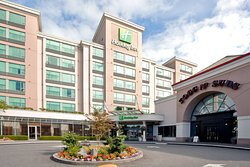 Holiday Inn Vancouver Airport
