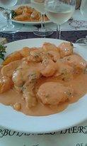 lotte sauce aux crevettes on se mangerai les doigts à saucer, tellement la sauce est bonne,
