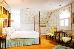 Lily of the Valley Suite - Queen Bed