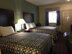 Pearsall Inn and Suites