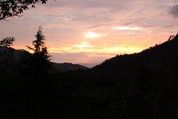 El atardecer. El cielo cambiaba de color, tonalidades e intensidades. Bello espectáculo.