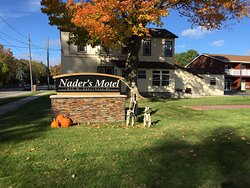 Nader's Lakeshore Motor Lodge