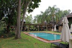 Garden square & pool