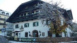 l' entrata del Kaiser Karl Hotel