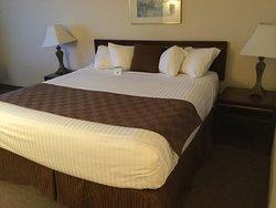 Auburn Red Lion Inn & Suites