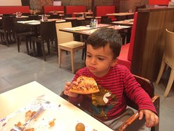 Pizzas buenas, atención lo mejor