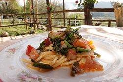 Foto di Marialuisa D. Primavera,vermicello con asparagi selvatici guanciale ,pomodorini