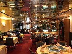 Gezellig en aangenaam ingericht zoals een chinees restaurant hoort te zijn om de juiste sfeer op te roepen