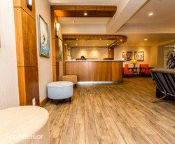 Guest Lounge at the BEST WESTERN PLUS Newport Beach Inn