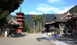Temples of Minobu, 5-10 min on foot from Kakurinbo